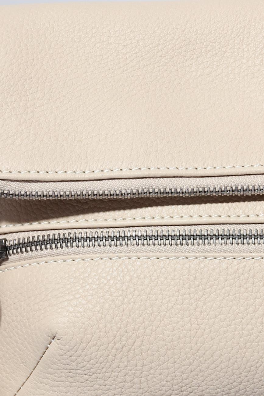 Bended beige clutch Giuka by Nicolaescu Georgiana  image 3