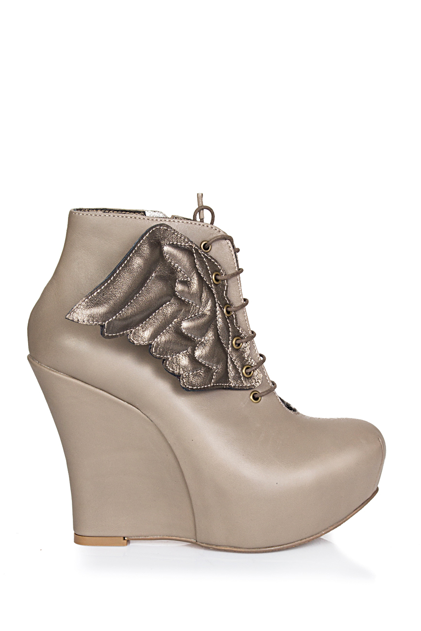 Boots with wings Ana Kaloni image 1