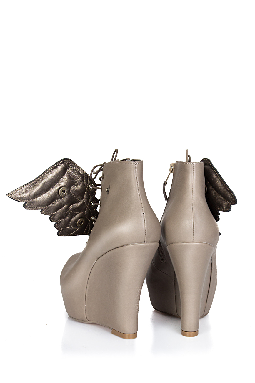 Boots with wings Ana Kaloni image 2