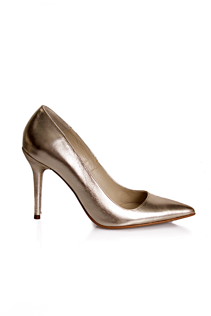 Golden shoes Mihaela Glavan  image 1