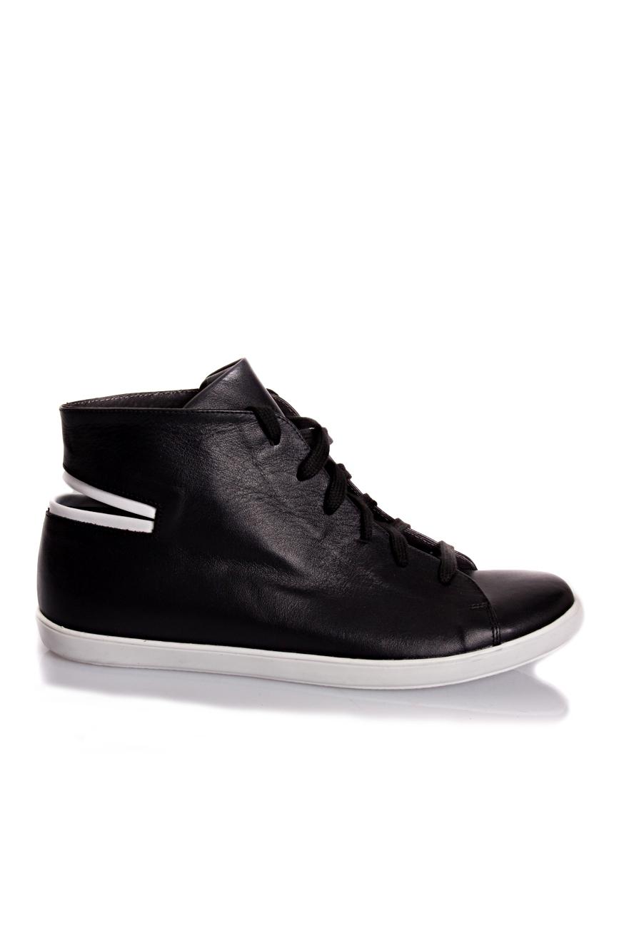 Baskets noires  Mihaela Glavan  image 1