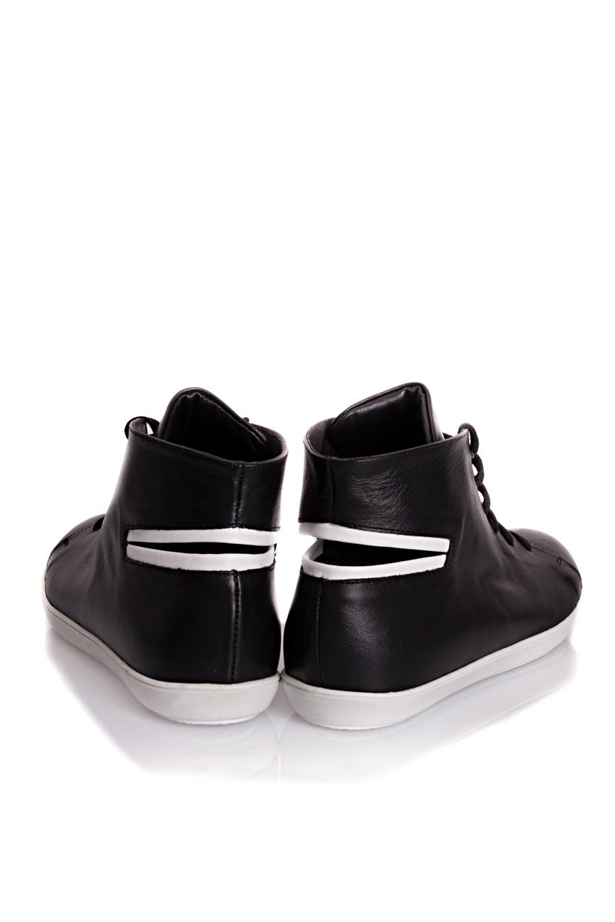 Baskets noires  Mihaela Glavan  image 2