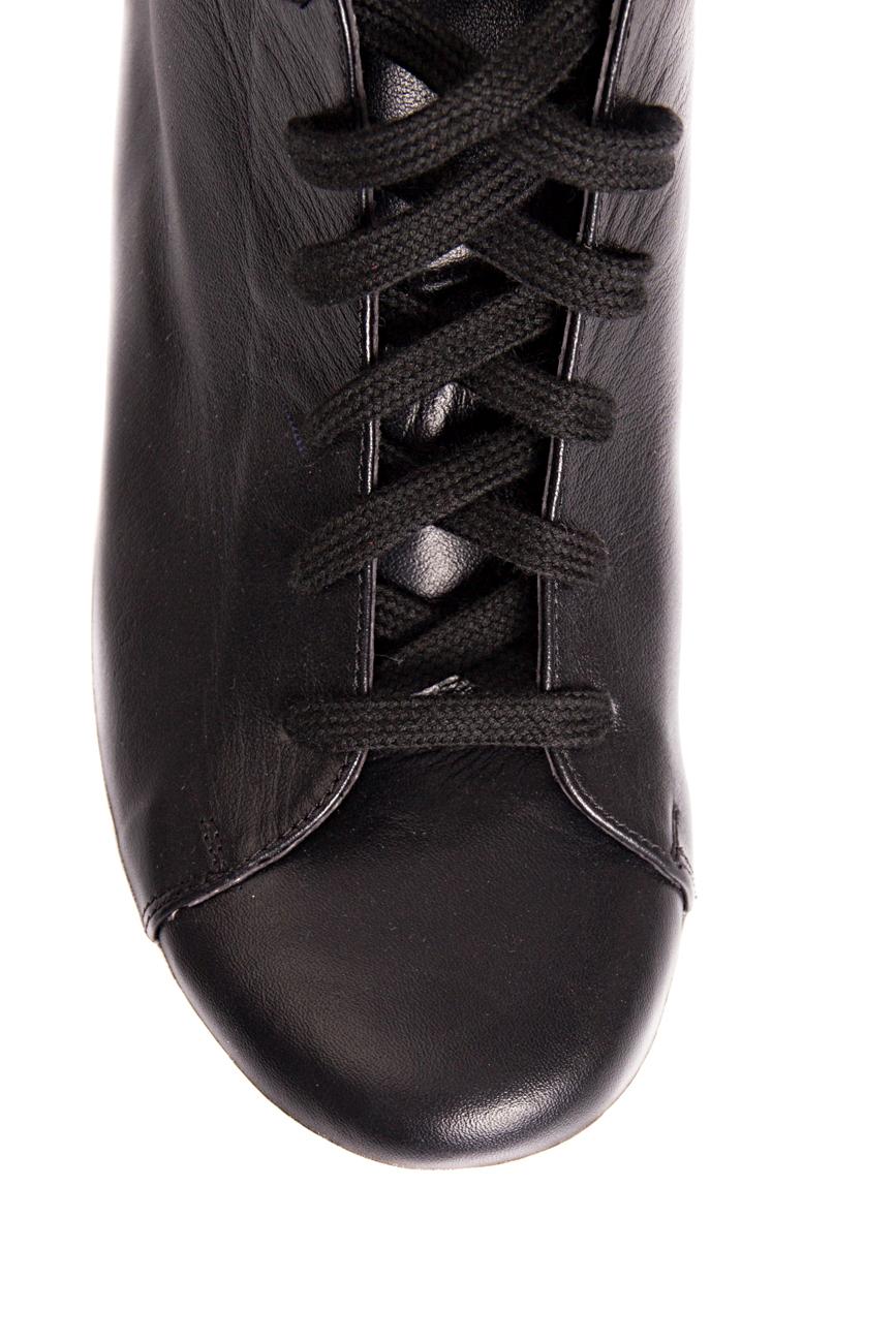 Baskets noires  Mihaela Glavan  image 3