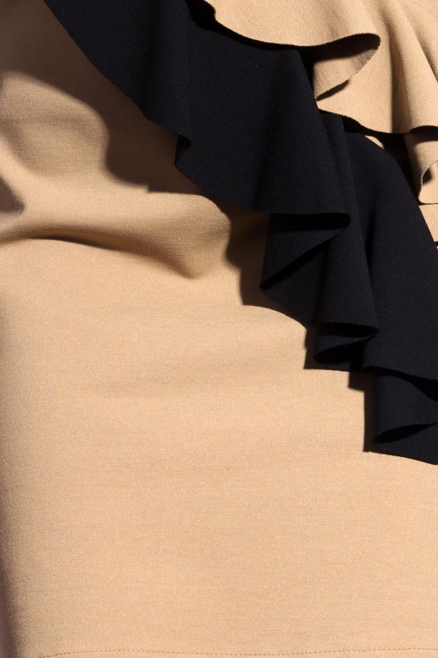 Robe beige avec volants noirs Laura Ciobanu image 3