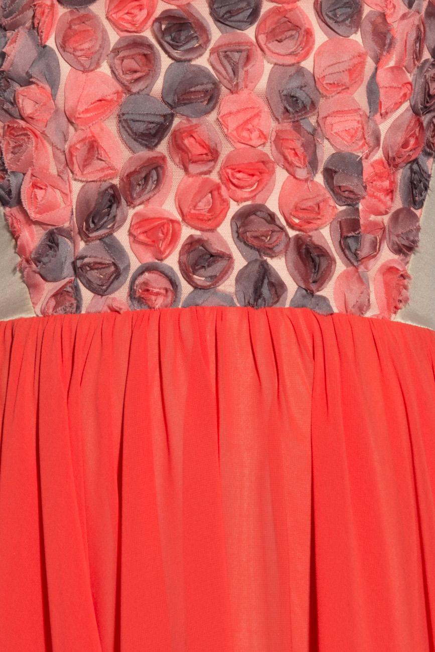 Rochie corai cu trandafiri Laura Ciobanu imagine 3