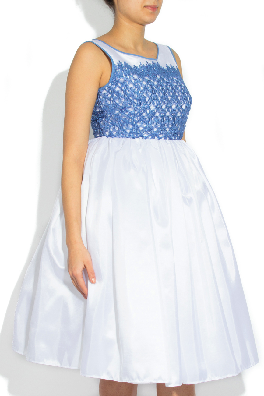 Robe ornement dentelle bleue Cristina Staicu image 1