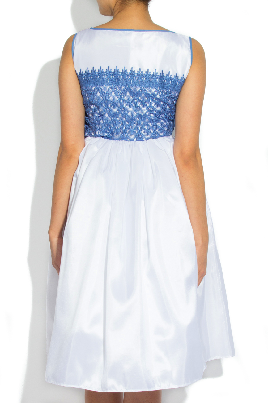 Robe ornement dentelle bleue Cristina Staicu image 2