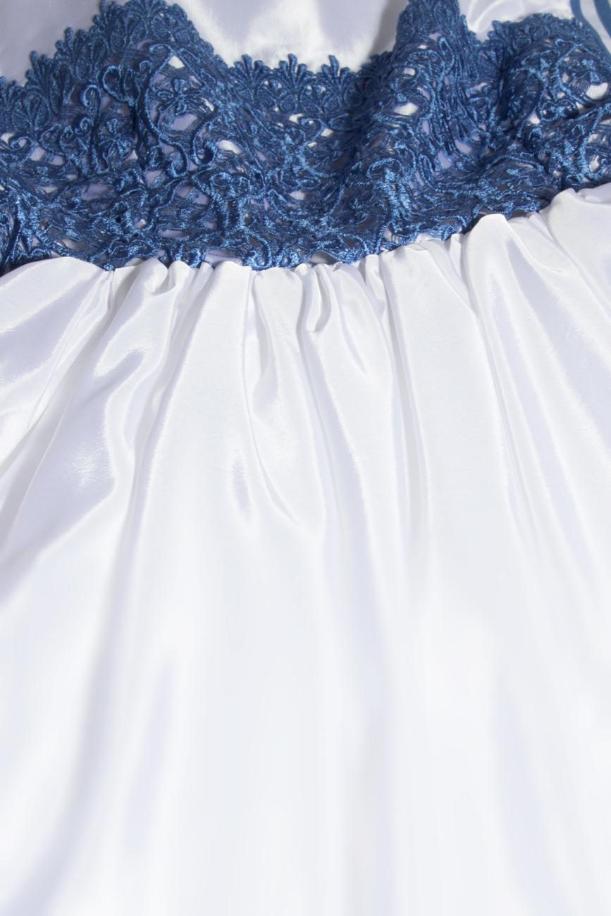 Robe ornement dentelle bleue Cristina Staicu image 3