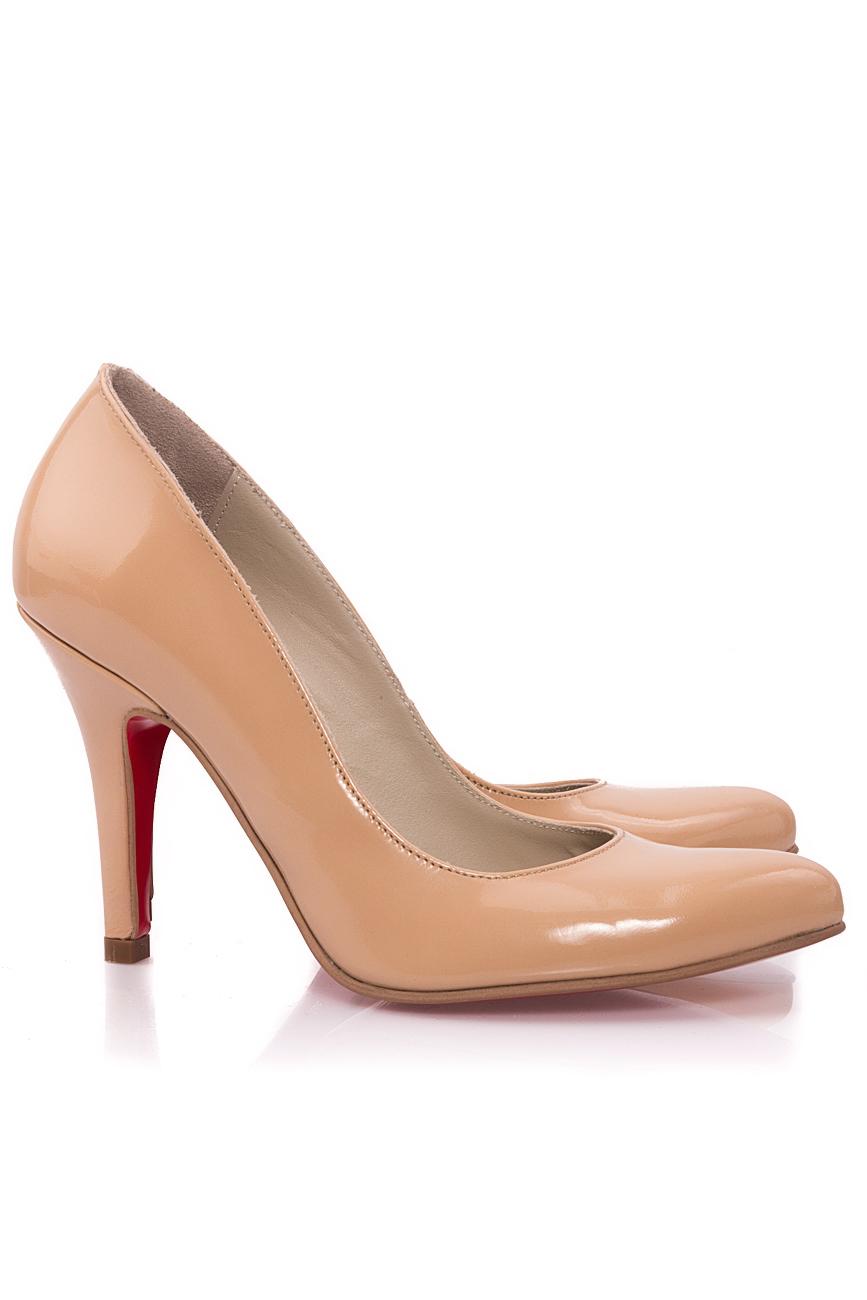 Escarpins beiges en cuir verni Mono Shoes by Dumitru Mihaica image 1