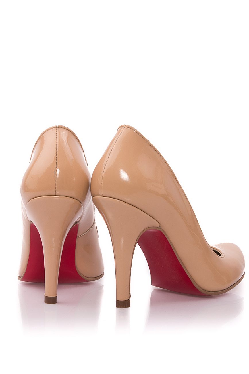 Escarpins beiges en cuir verni Mono Shoes by Dumitru Mihaica image 2