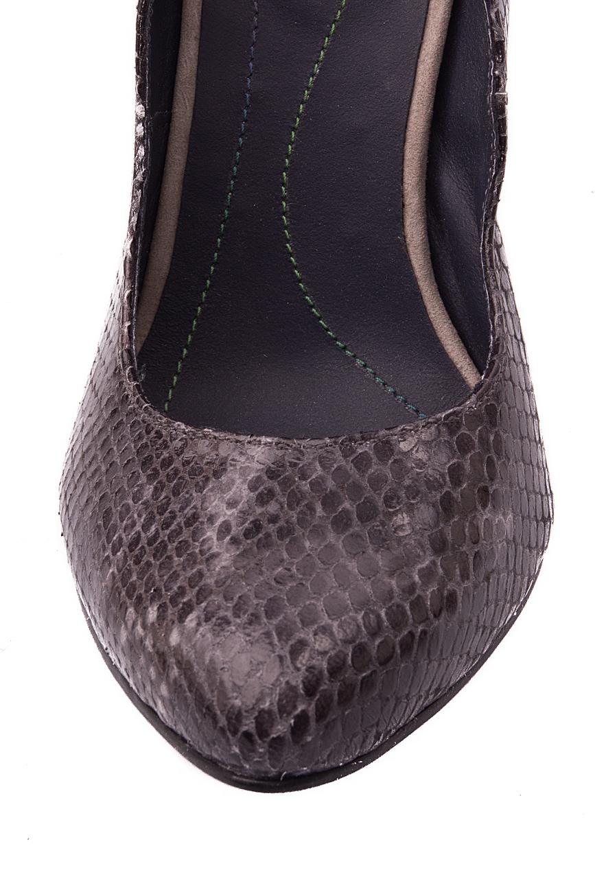 Escarpins effet peau de serpent Mono Shoes by Dumitru Mihaica image 3