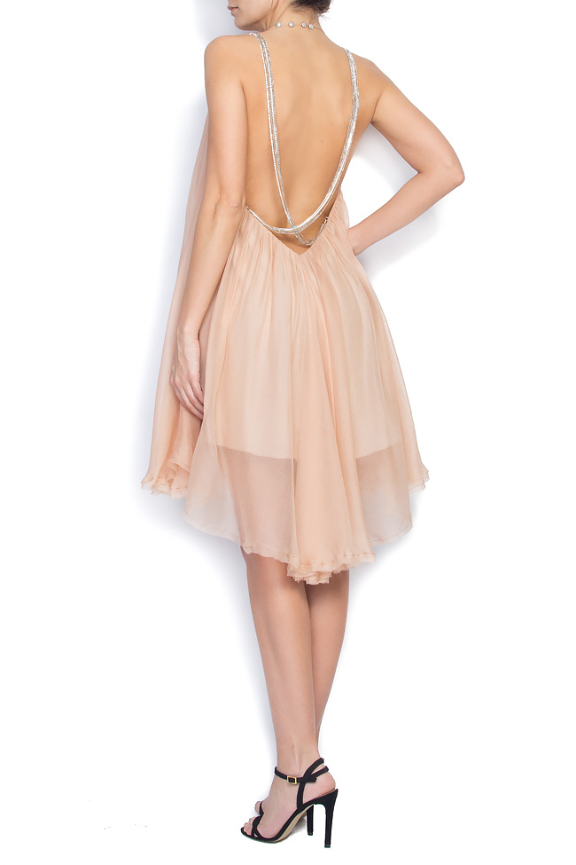 Open back halter neck crepe silk-chiffon dress with chain-adorned  Manuri image 2