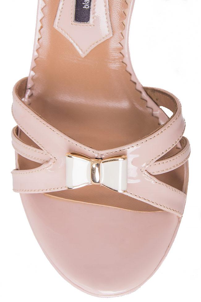 Bow-embellished patent-leather sandals Mihai Albu image 3