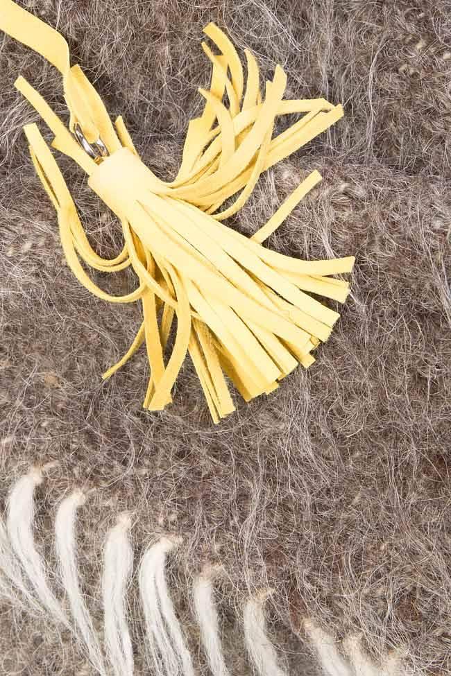Capa lucrata manual din lana de oaie cu ciucuri din piele ANICA Nicoleta Obis imagine 3
