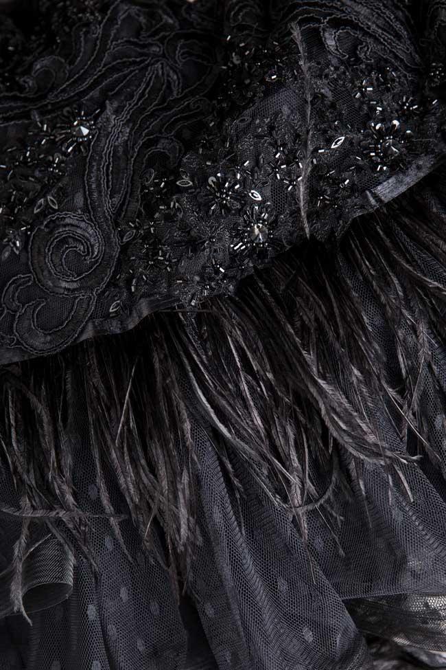 Rochie mini din tul cu insertii din dantela si pene naturale  Azzara by Mirela Pellegrini imagine 3