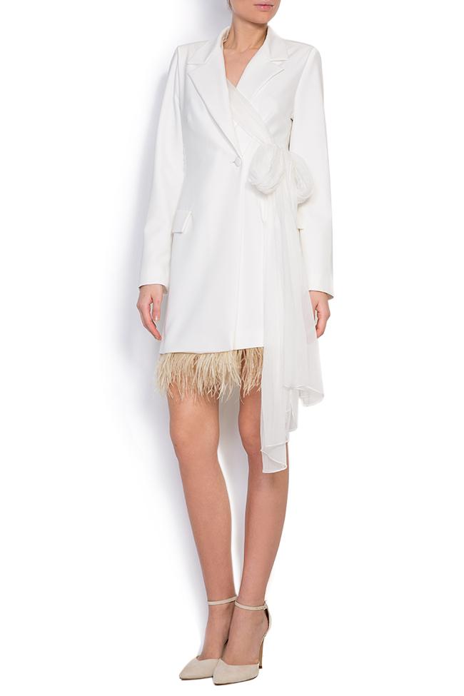 Robe type blazer en crêpe à empiècements de plumes et à écharpe en soie  Mirela Diaconu  image 0