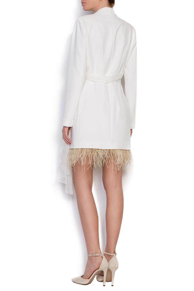 Robe type blazer en crêpe à empiècements de plumes et à écharpe en soie  Mirela Diaconu  image 2