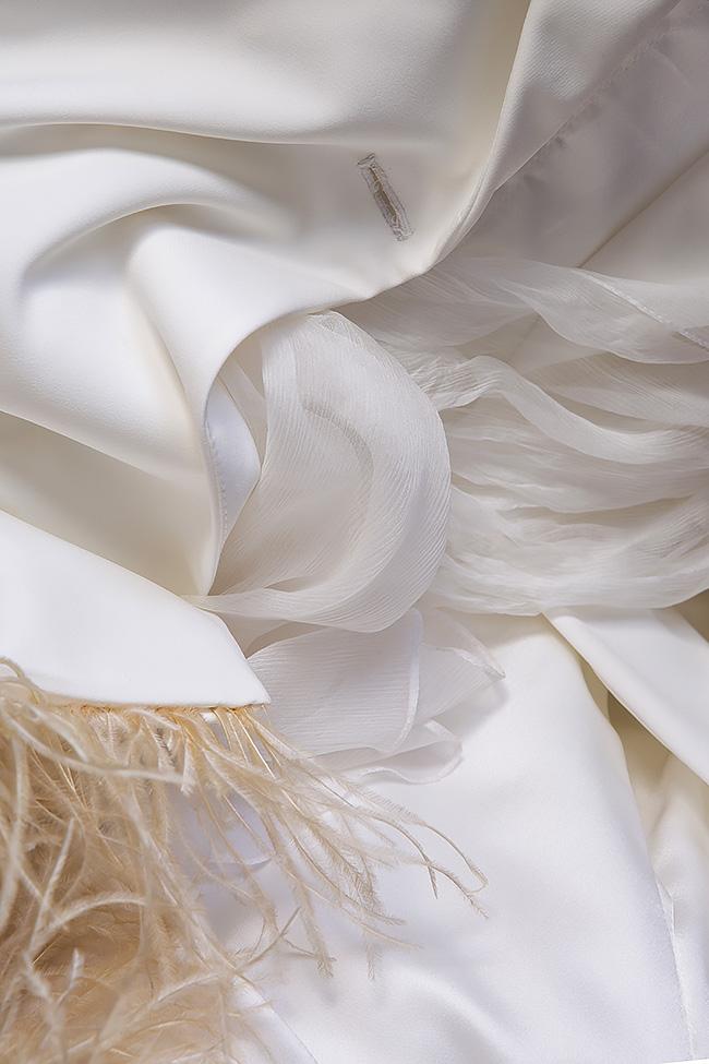 Robe type blazer en crêpe à empiècements de plumes et à écharpe en soie  Mirela Diaconu  image 4