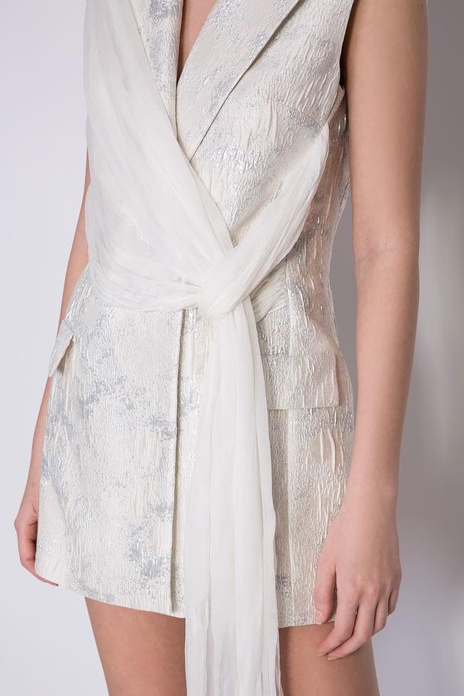 Robe type blazer en brocart à écharpe en soie  Mirela Diaconu  image 3