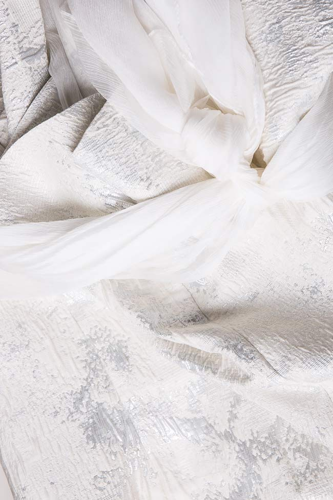 Robe type blazer en brocart à écharpe en soie  Mirela Diaconu  image 4