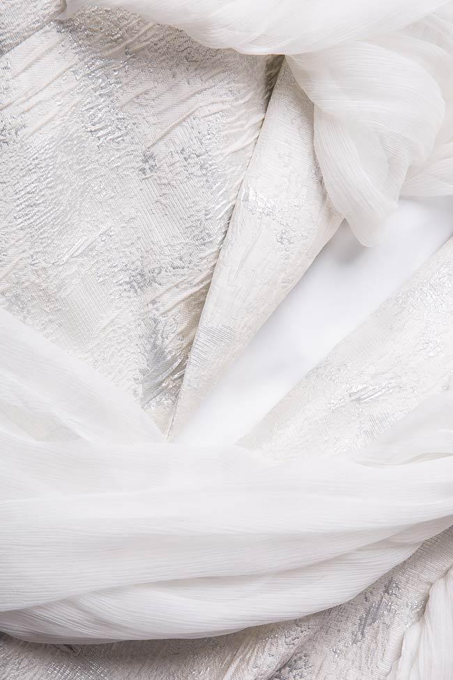 Robe en brocart à empiècements en voile de soie  Mirela Diaconu  image 4