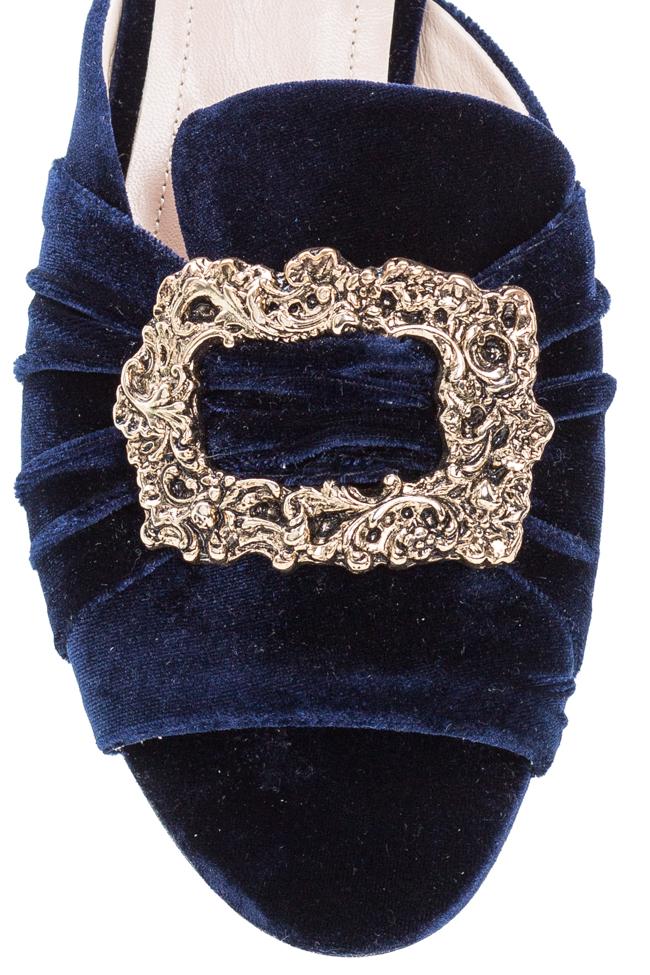 Papuci din catifea cu accesoriu din metal Ana Kaloni imagine 3