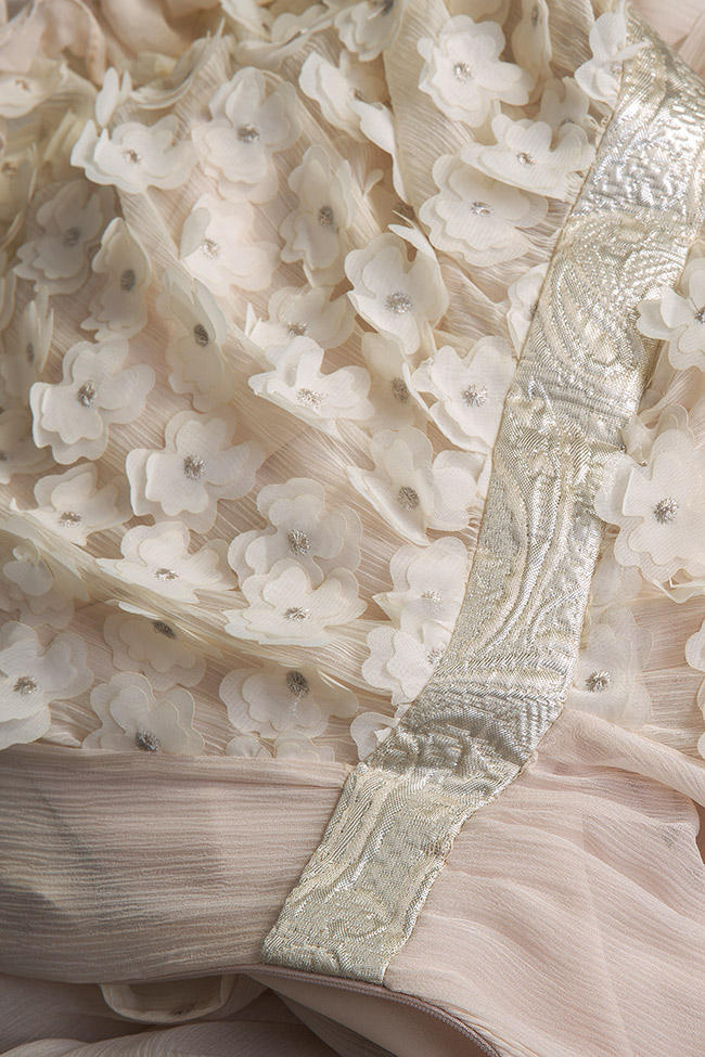 Robe asymétrique en soie, avec des broderies cousues à la main Elena Perseil image 4