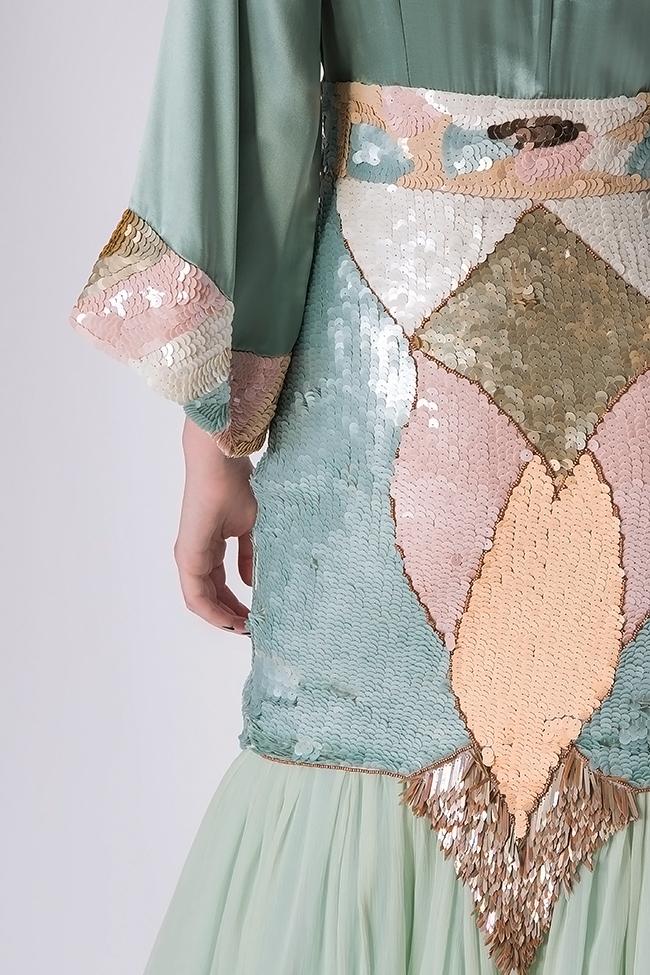 Robe en soie avec des broderies de sequins, cousues à la main Elena Perseil image 3