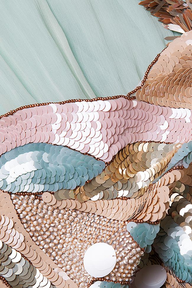 Robe en soie avec des broderies de sequins, cousues à la main Elena Perseil image 5