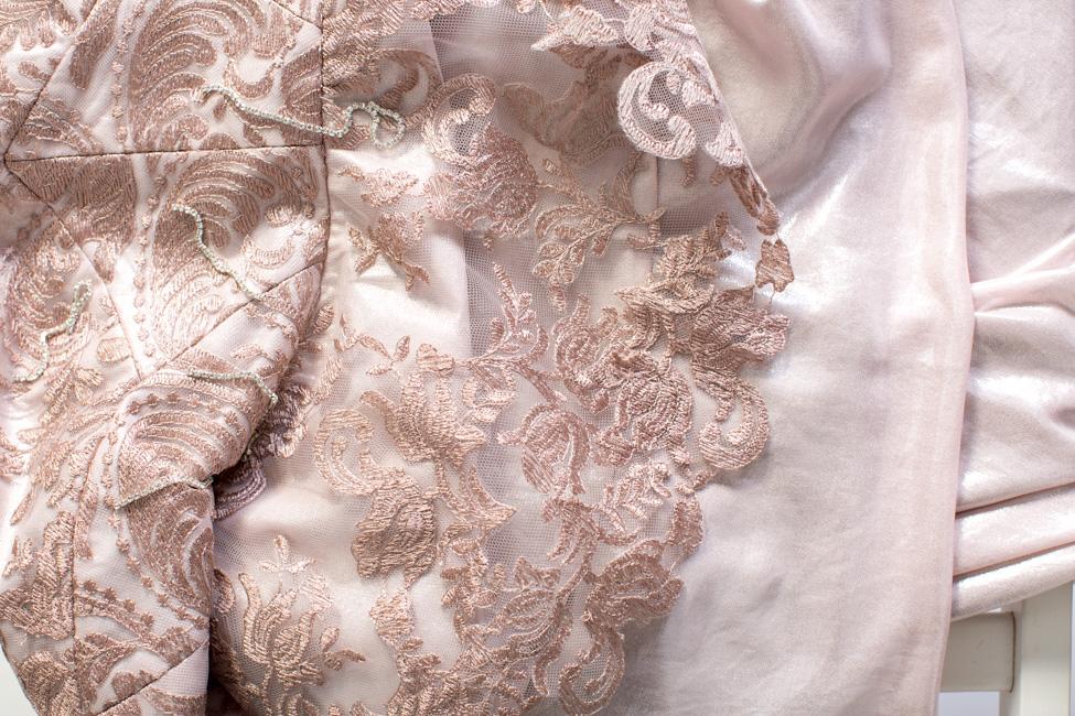 Robe en voile métallisé et dentelle de soie ornée de franges Latisha Simona Semen image 4
