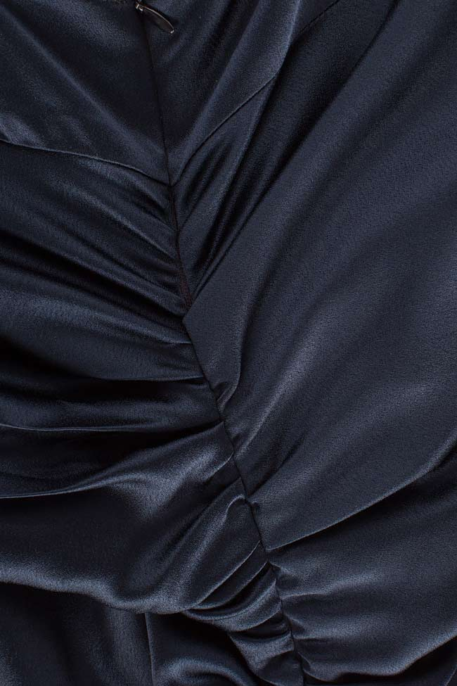 Robe plissée en crêpe satiné   BLUZAT image 4