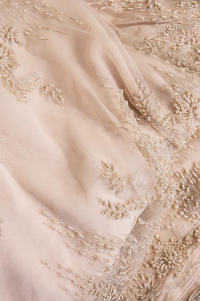 Robe en tulle crêpe et dentelle ornée de perles cousues à la main Nicole Enea image 4