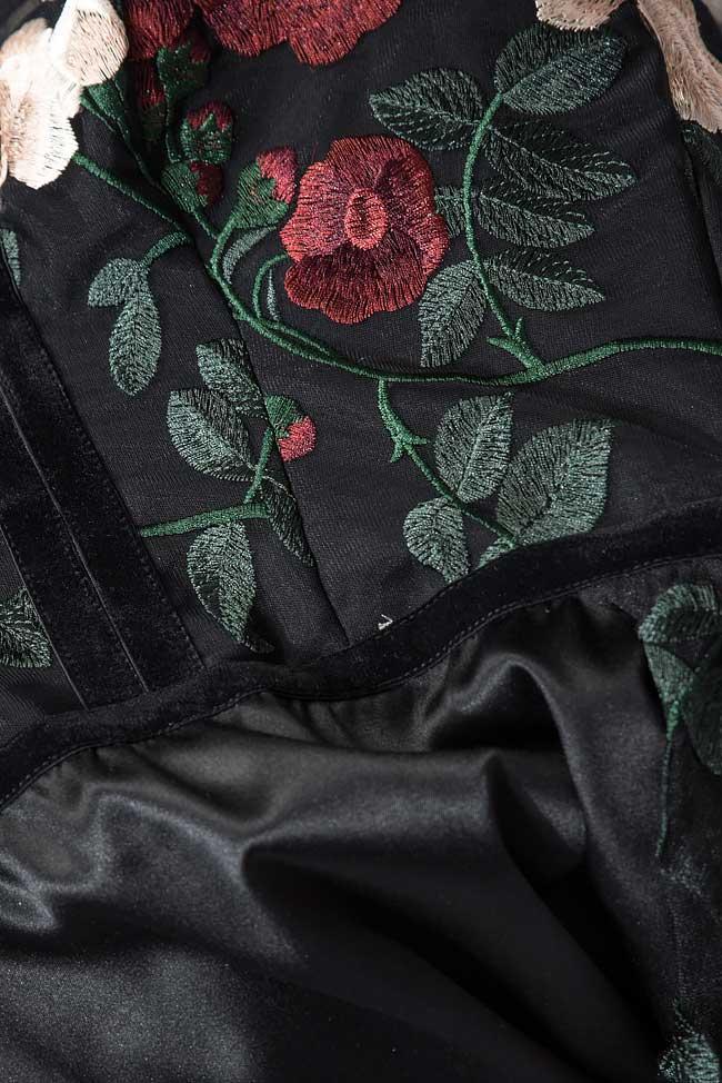 Robe en taffetas et tulle avec des broderies et les épaules dénudées Bien Savvy image 4