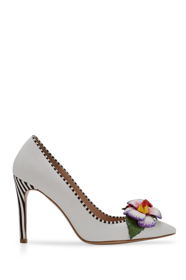 Chaussures en cuir avec applications florales peintes à la main Alice Ginissima image 0