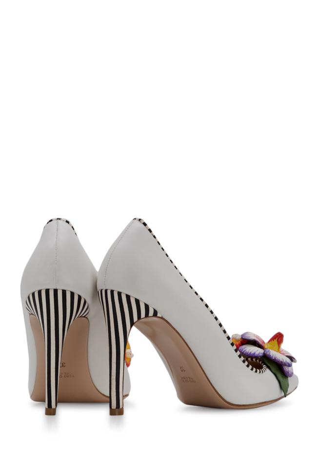 Chaussures en cuir avec applications florales peintes à la main Alice Ginissima image 2