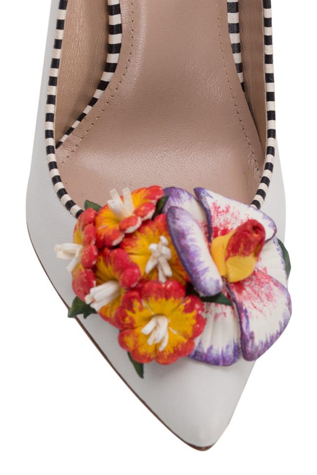 Chaussures en cuir avec applications florales peintes à la main Alice Ginissima image 3