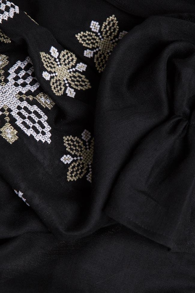 Robe en voile de laine brodée avec fil de soie Maressia image 4