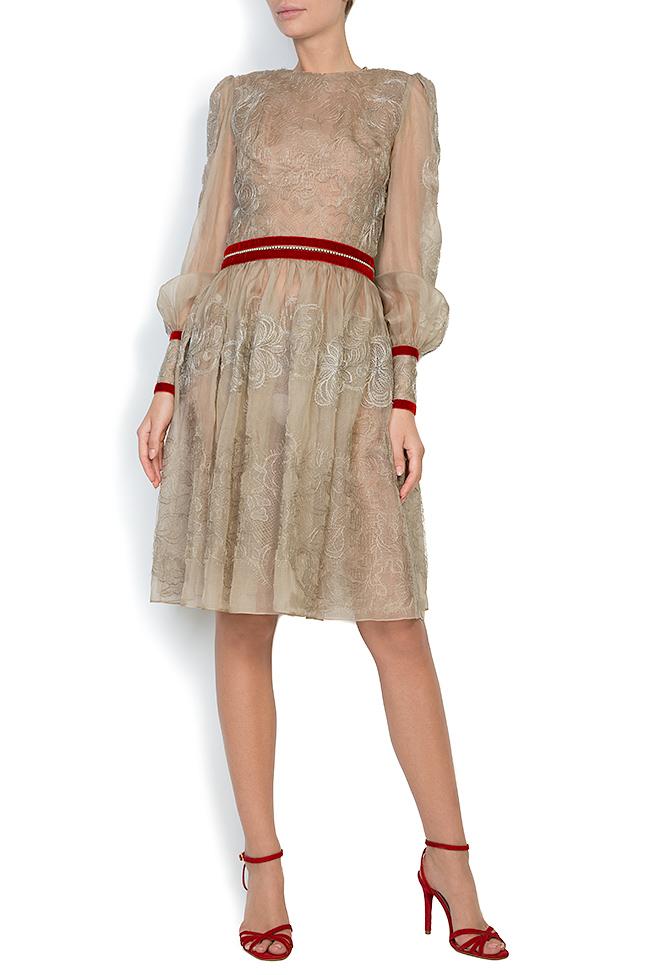 Robe en organza de soie brodée avec dentelle et cristaux Cosmina Englizian image 0