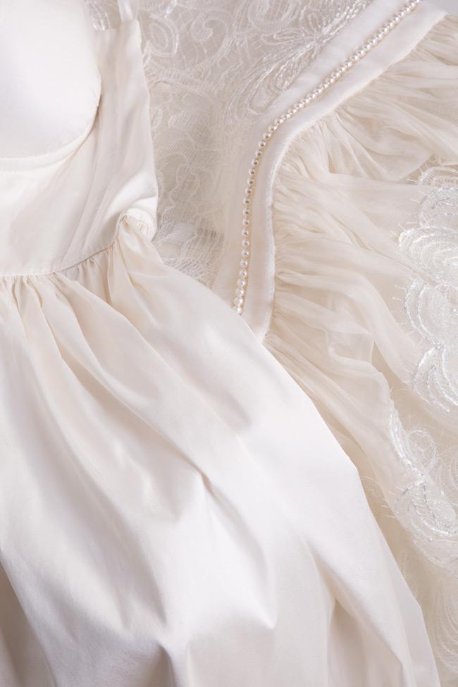 Rochie din organza si dantela brodata cu perle si catifea Briana Cosmina Englizian imagine 4