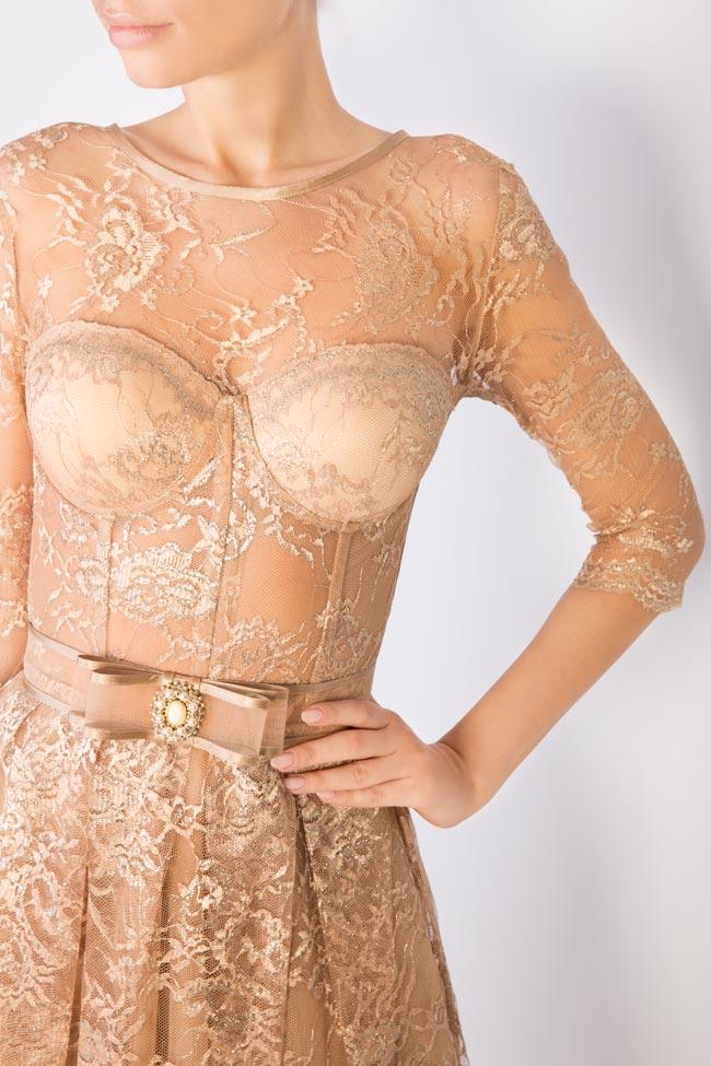 Rochie din dantela si lame cu centura accesorizata cu perle si cristale Caroline Mariana Ciceu imagine 3