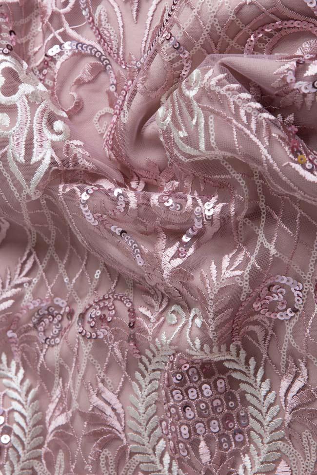 Ensemble en tulle brodé avec fil de lamé et jupe avec franges Mariana Ciceu image 4