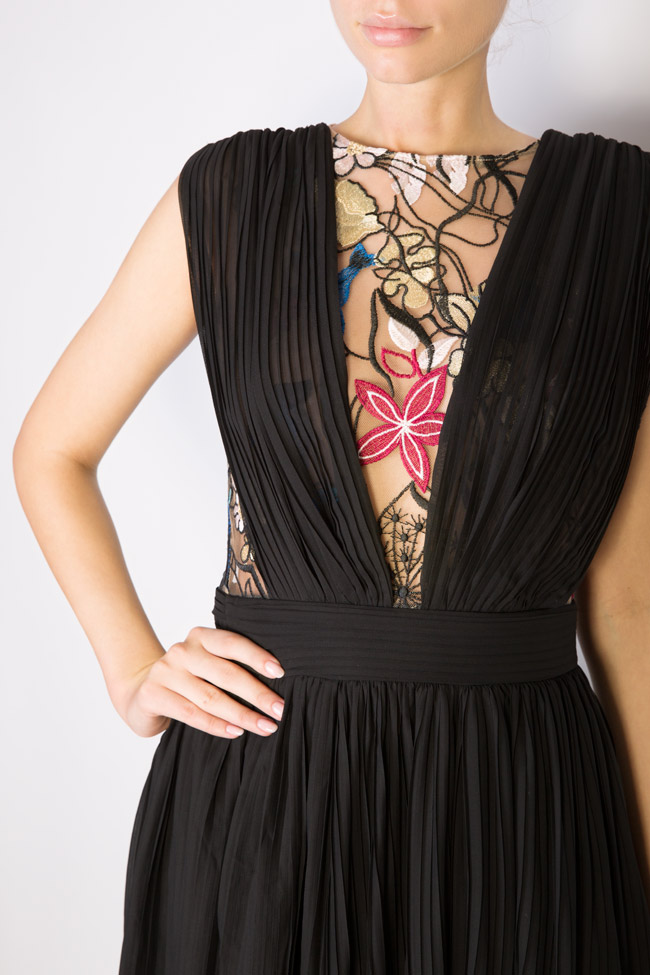Koty embroidered pleated veil gown Style Up image 3