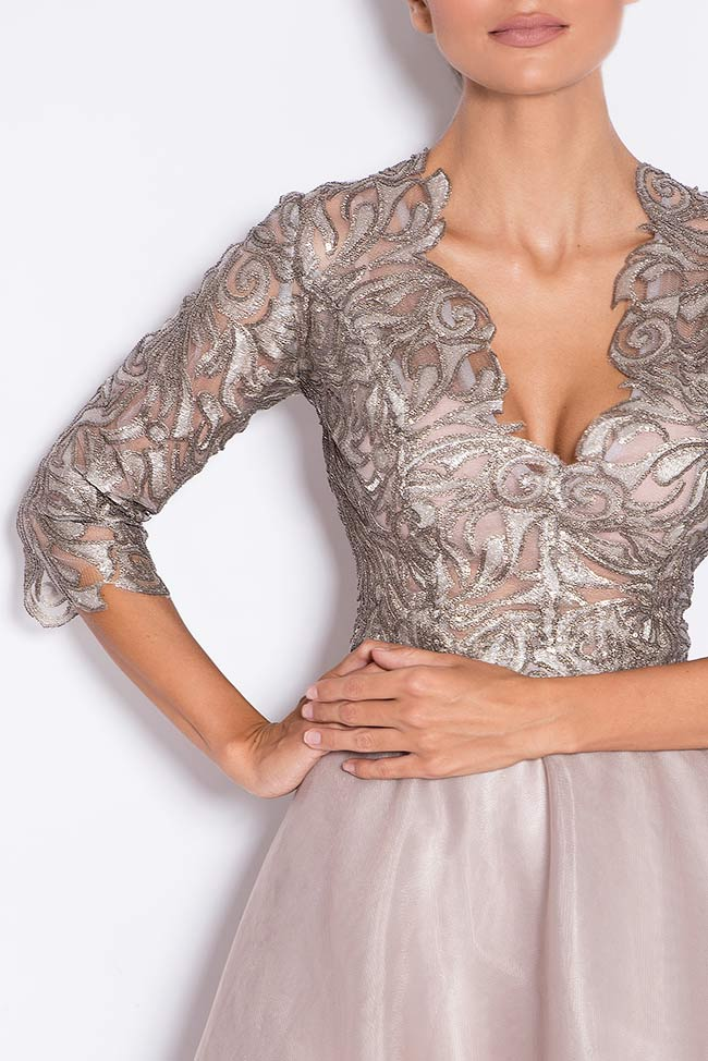 Silver sequined appliquéd tulle gown Bien Savvy image 3