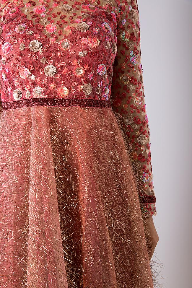 La robe en tulle métallisé avec broderie 3D et applications de velours  Simona Semen image 3