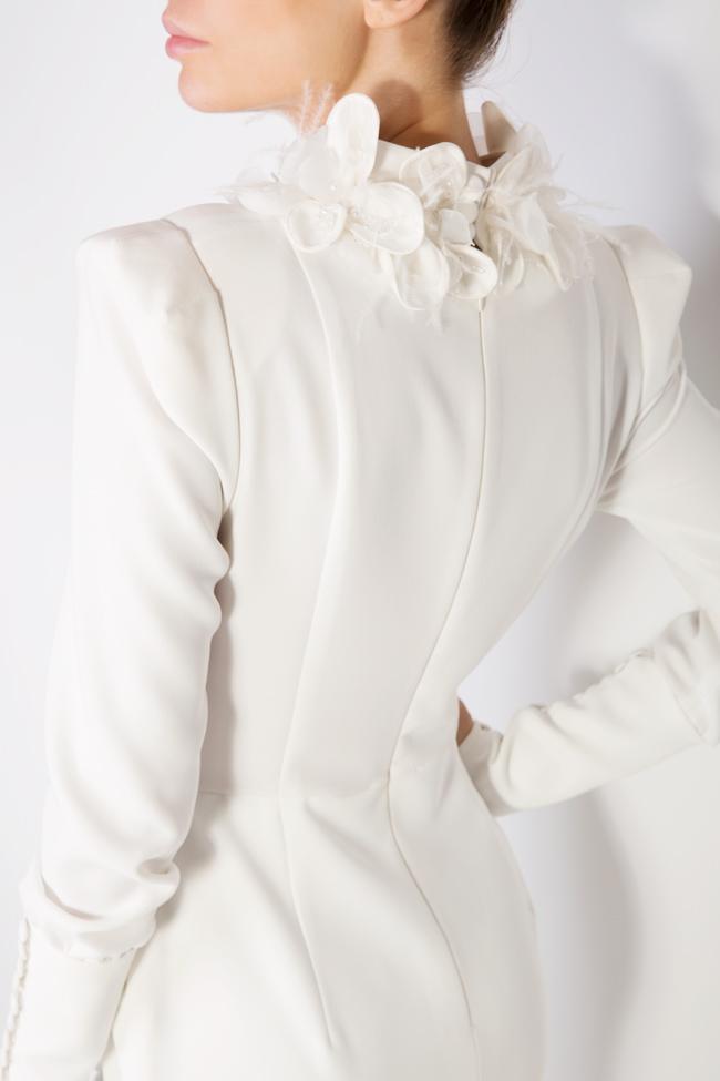 Robe en crêpe brodée à la main avec fleurs 3D Jaira M Marquise image 3