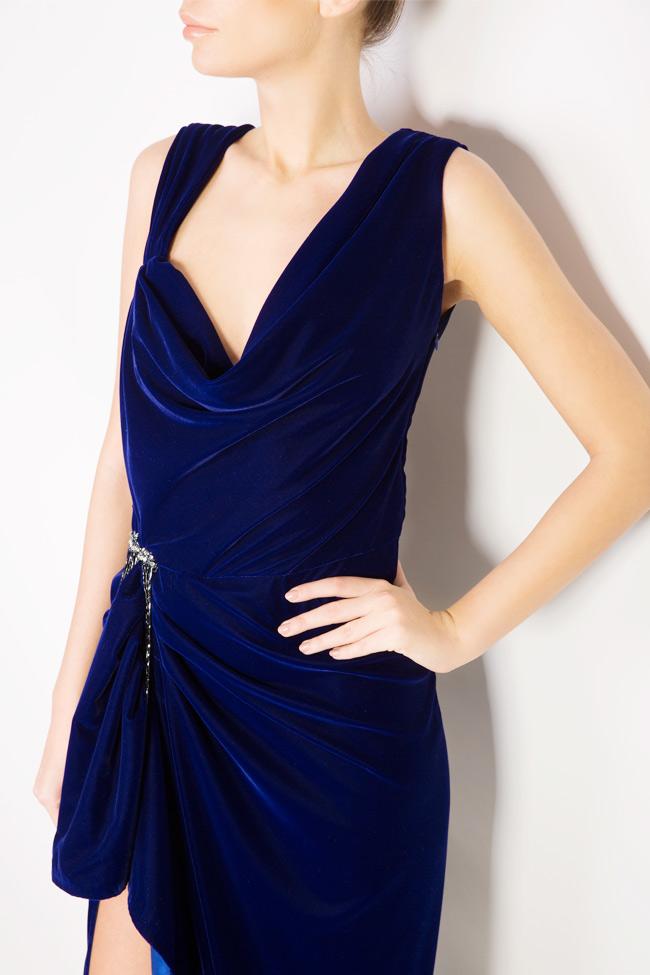 Rochie maxi din catifea cu drapaj si accesoriu  Mirela Diaconu  imagine 3