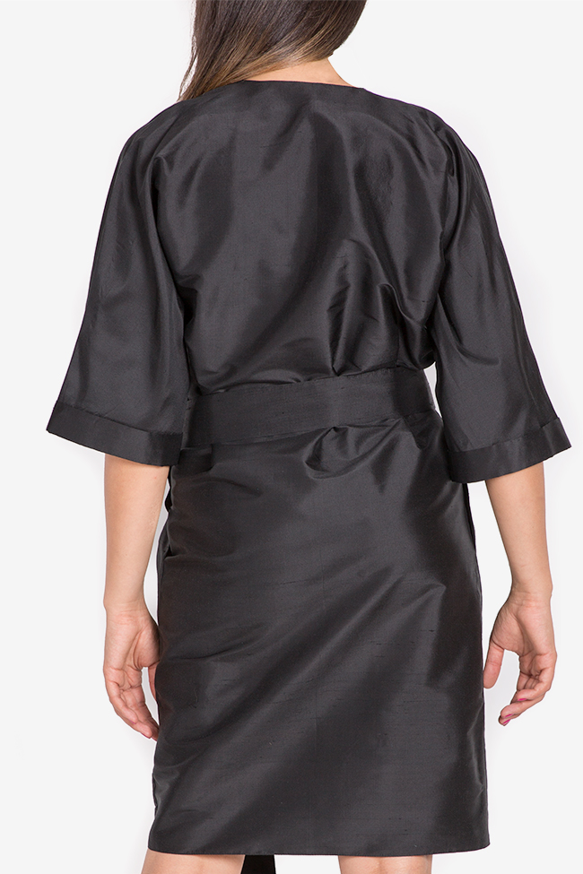 Robe kimono en shantung de soie ornée de plumes Claudia Castrase image 2