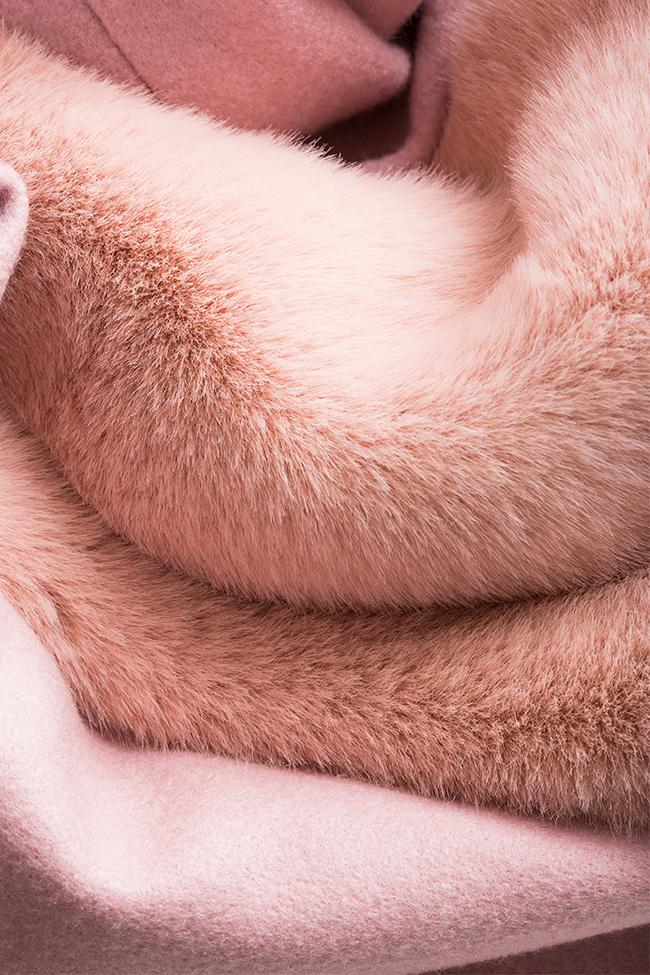 Manteau en étoffe de mélange de laine avec appliquées de fourrure Ramona Belciu image 4