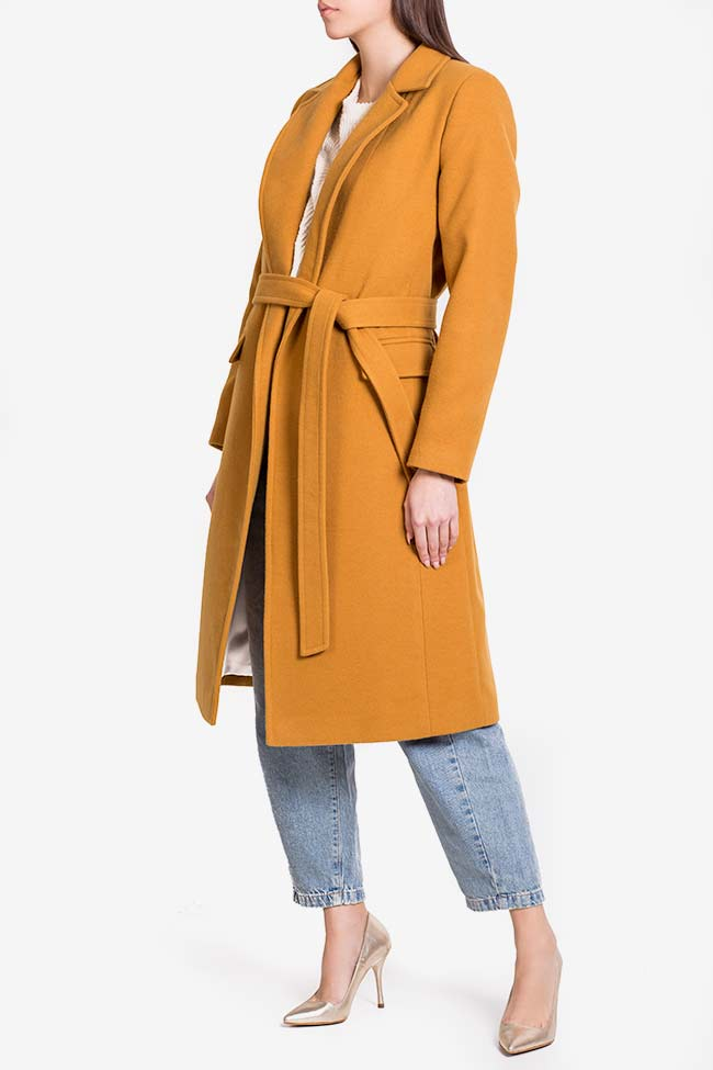 Manteau en étoffe avec cordon Mariana Ciceu image 0