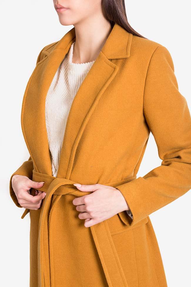 Manteau en étoffe avec cordon Mariana Ciceu image 3